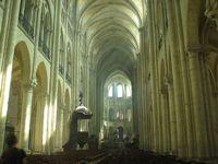 """Внутренний вид церкви """"Сен-Кантен"""""""