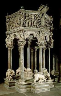 Мраморная кафедра (Н. Пизано)