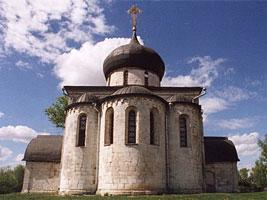 Храм со стороны апсид