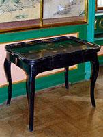 Чайный столик с подносом (I половина XVIII в.)